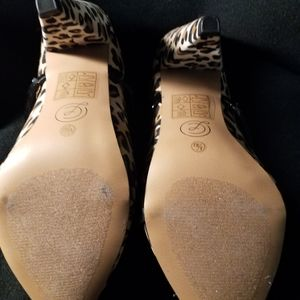 Chinese Laundry Shoes - Leopard print slide in shoes